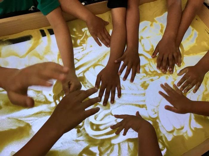 室蘭で小学生サンドアート体験教室